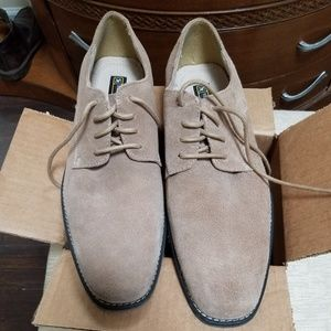 Mens near new shoes.